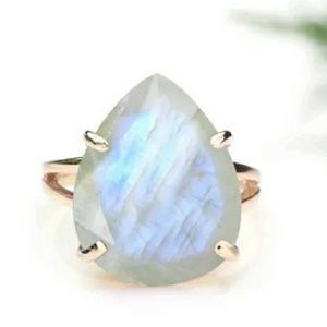 NWOT Gorgeous Rose Gold Plated Moonstone Ring!
